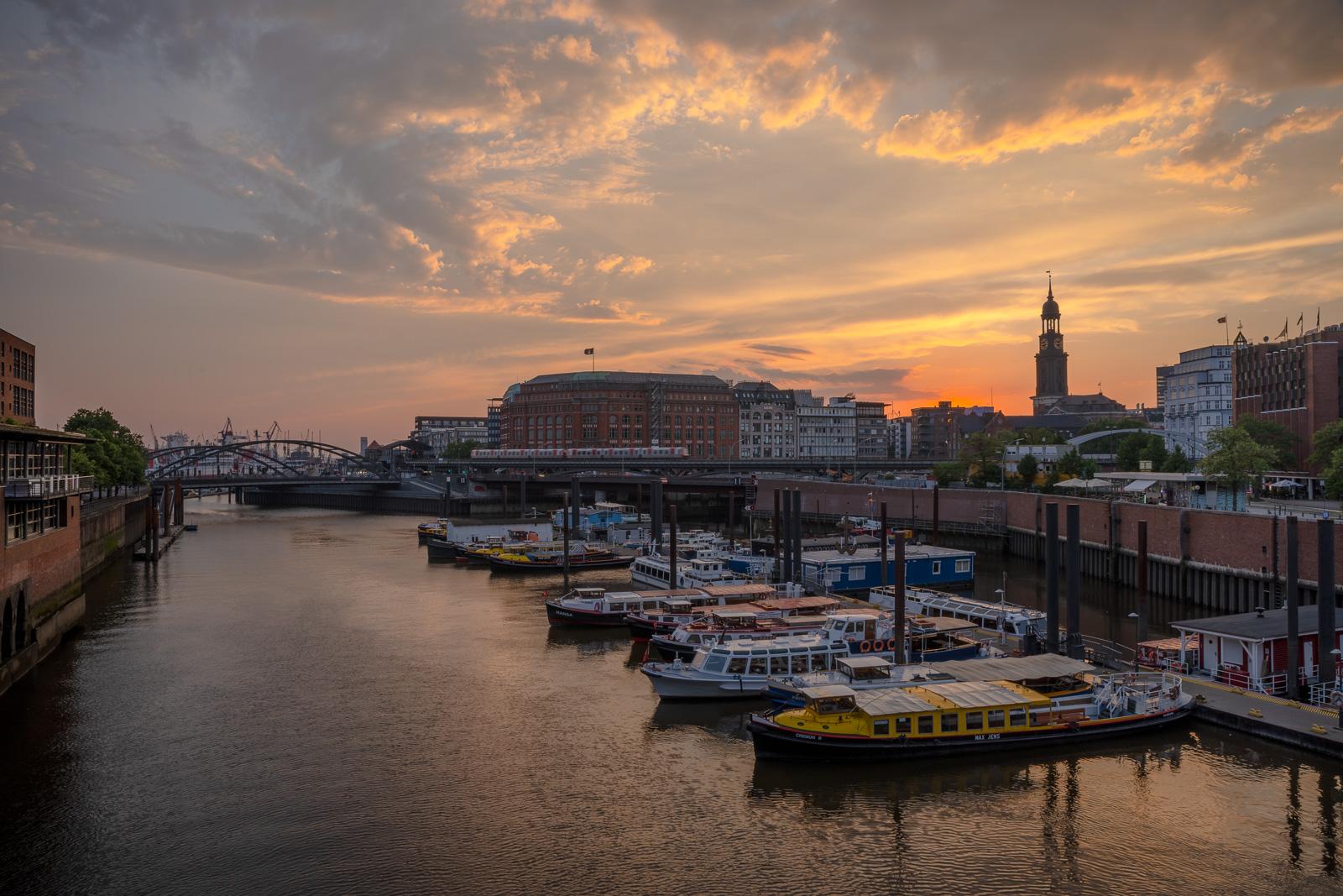 Hamburg bei Sonnenuntergang