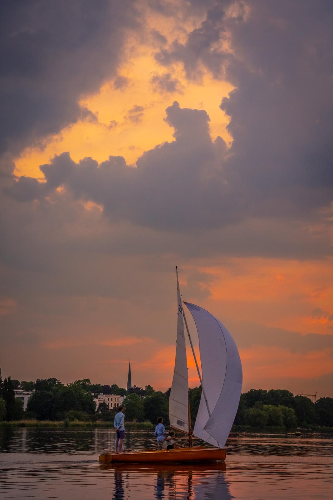 Segelboot an der Alster