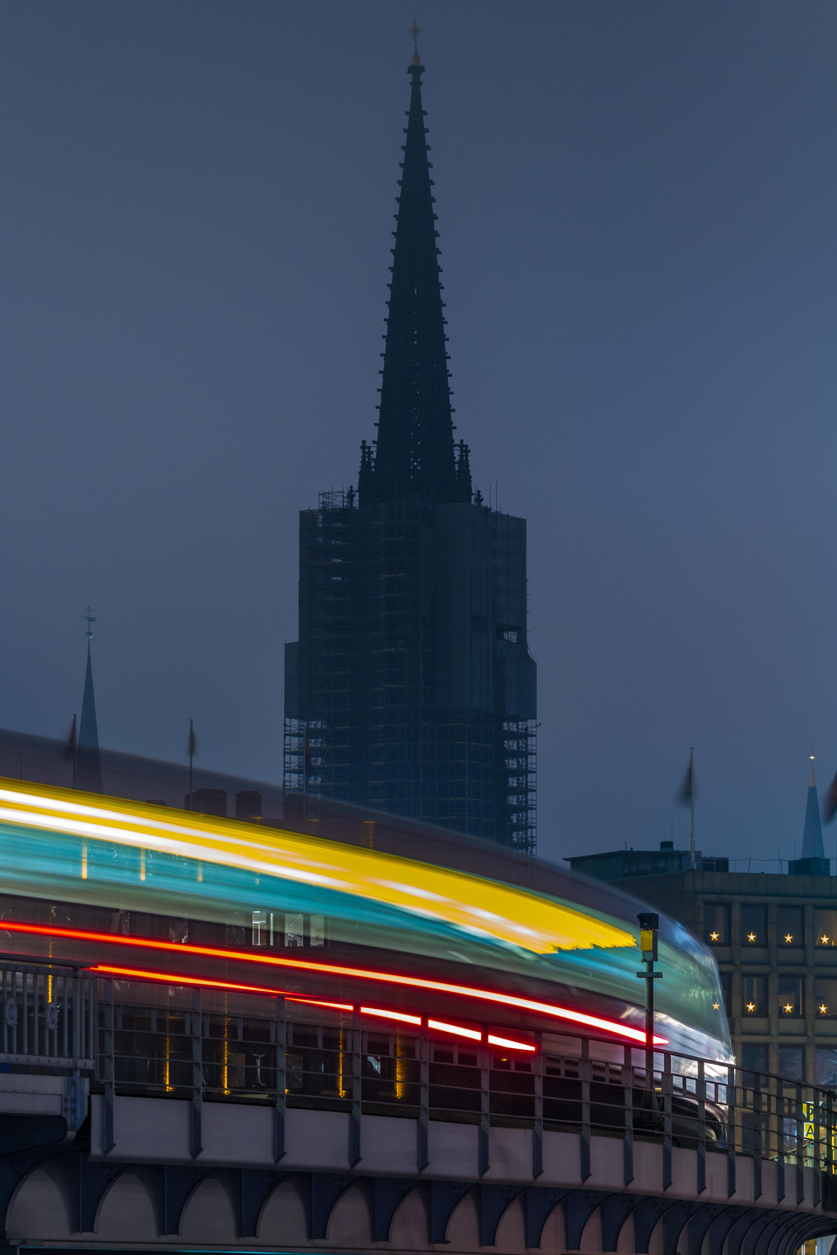 Hamburg city lights, die Bahn kommt